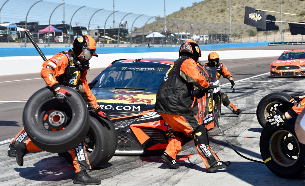 nascar pit crews are required to wear helmets