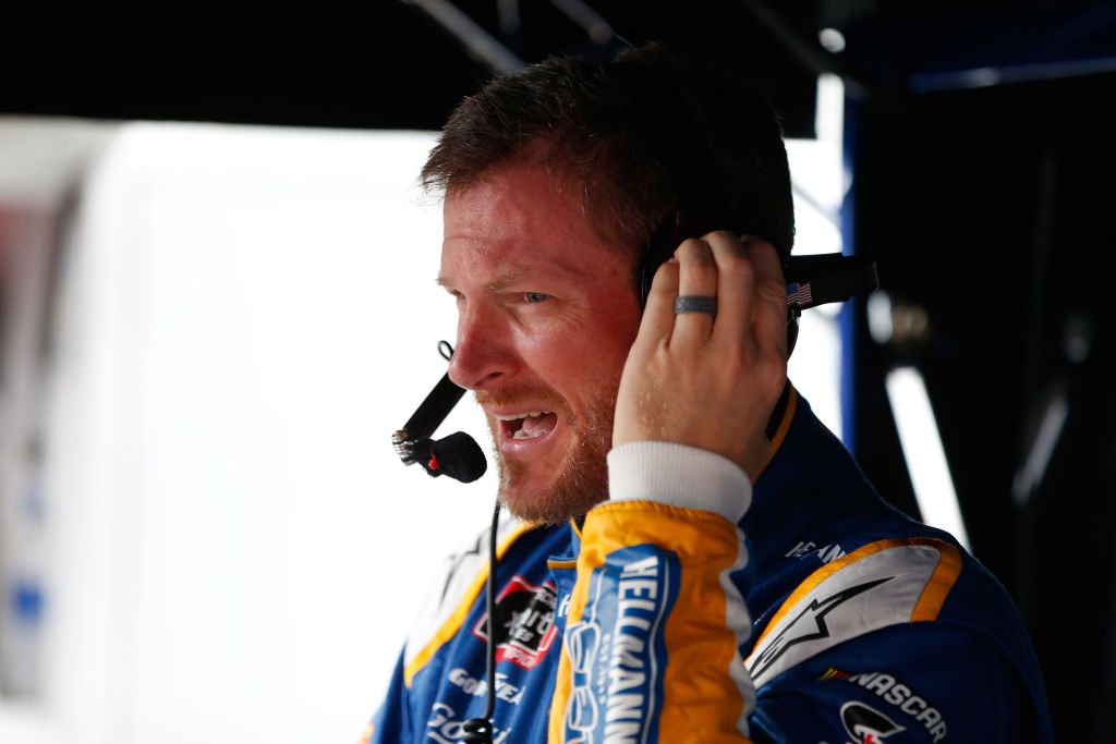 dale earnhardt jr does not agree with the use of the confederate flag at nascar races