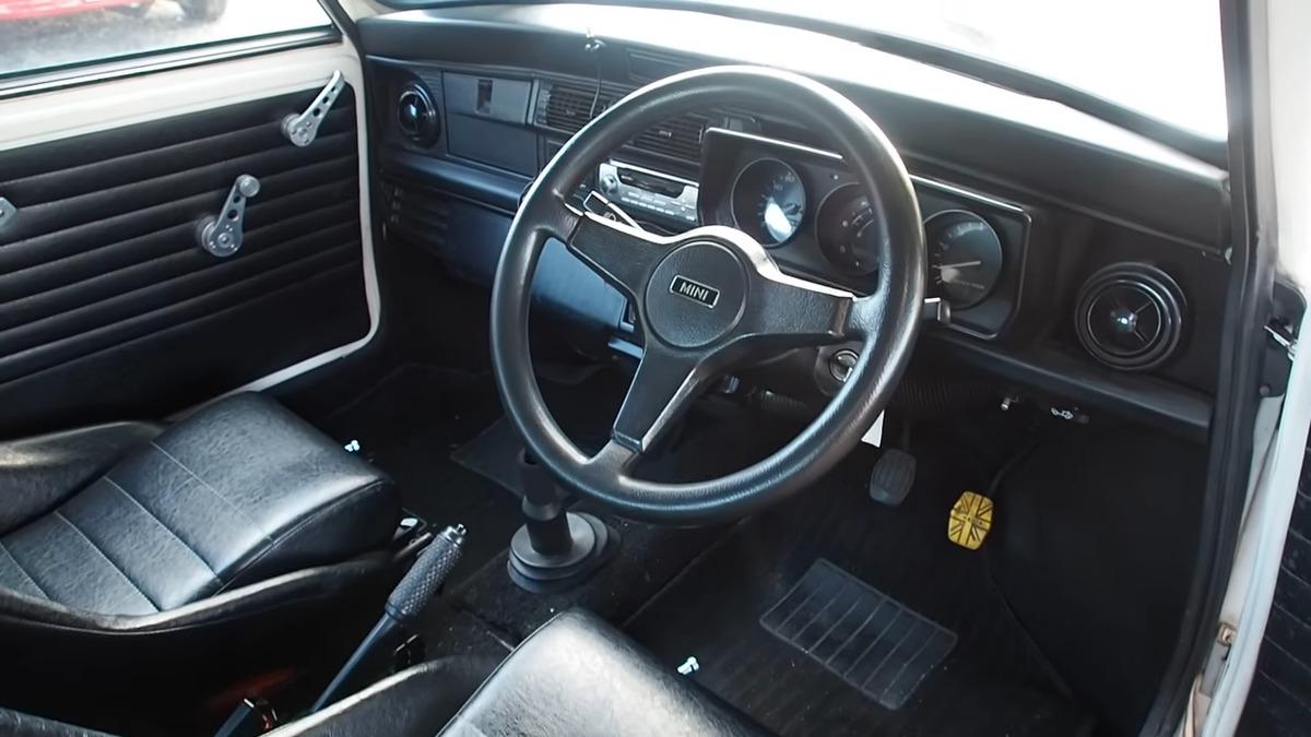 interior of a 1994 mini cooper