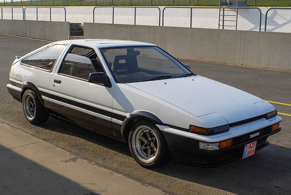 1024px-Toyota_Corolla_GT_AE86_Trueno_hatchback