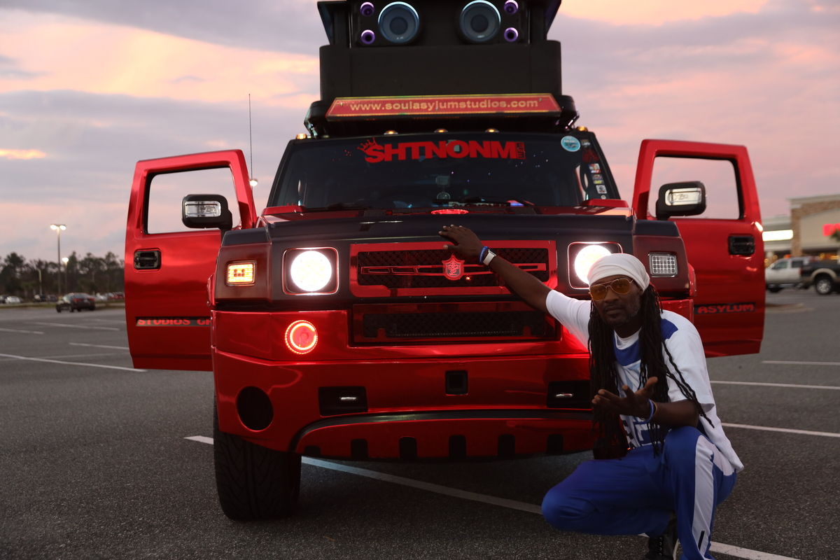 Worlds Loudest Hummer Boasts 86 Speakers