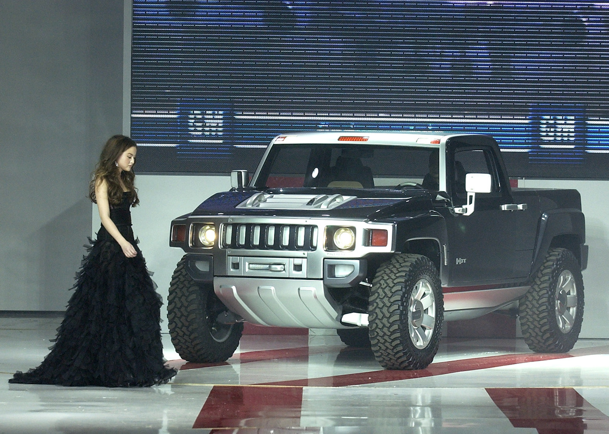 TEN - GM Rocks Award Season With Cars, Stars and Fashion - Show