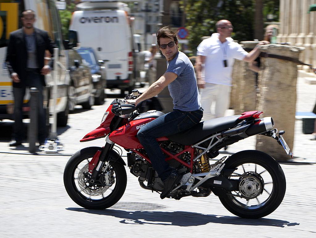 biking tom cruise