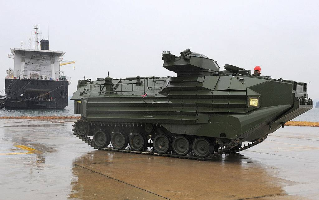 aav7 land and sea vehicle