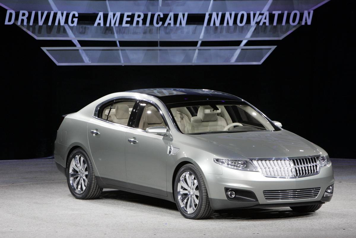 NAIAS 2006- Detroit: Intro of the Lincoln MKS concept during the Monday Press preview day at the Nor