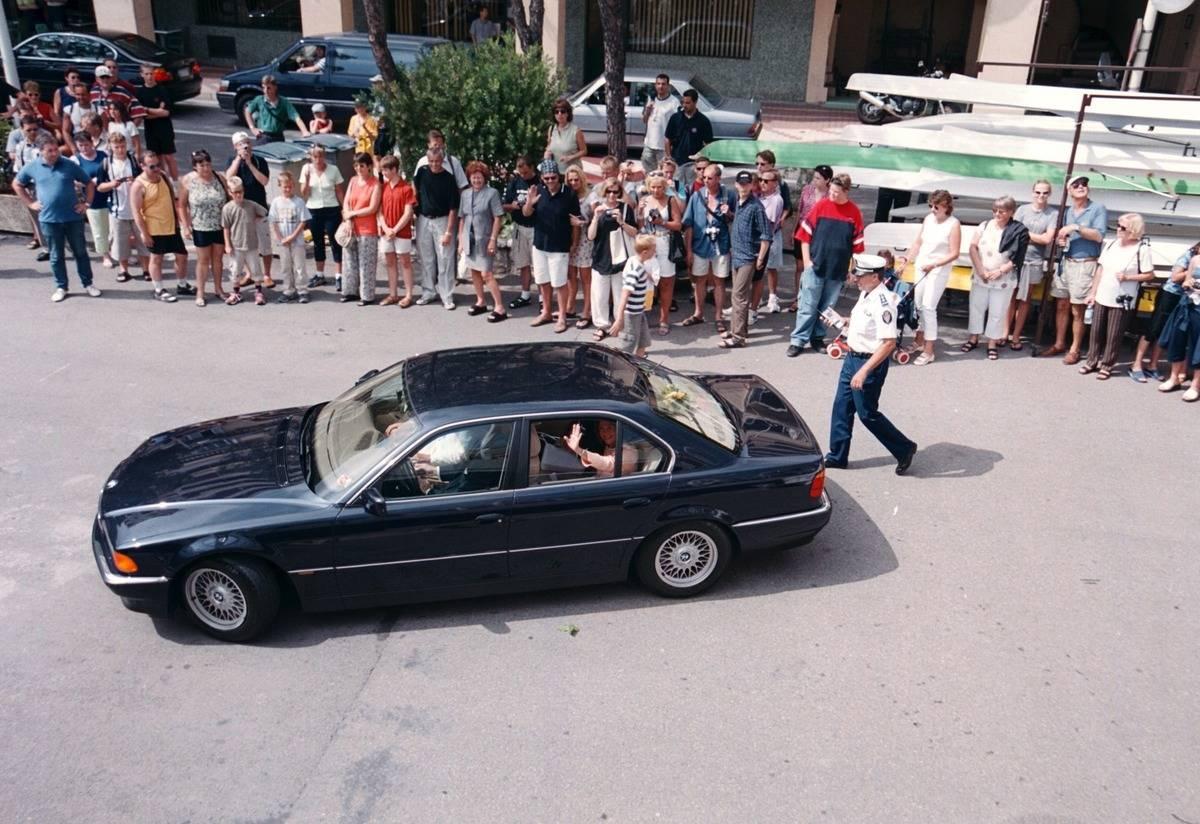 Königin Silvia von Schweden, Roger Moore,;Fans, Taufe des weltgr