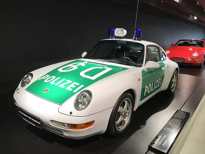 800px-Porsche_911_Carrera_Coupe__Polizei__Front