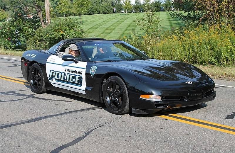 800px-Twinsburg_Police_Chevrolet_Corvette_(15277042876)