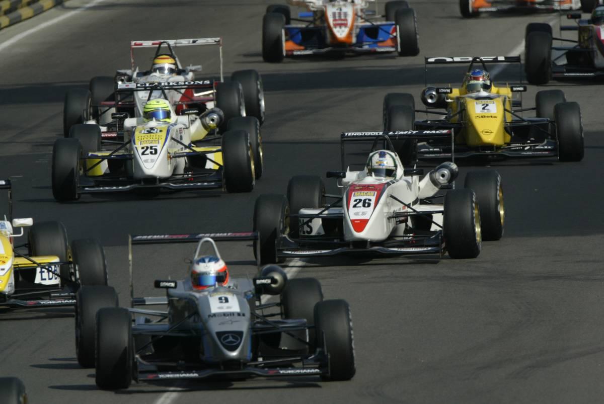 Formula 3 in qualification race at Macau Grand Prix. 20 November 2004