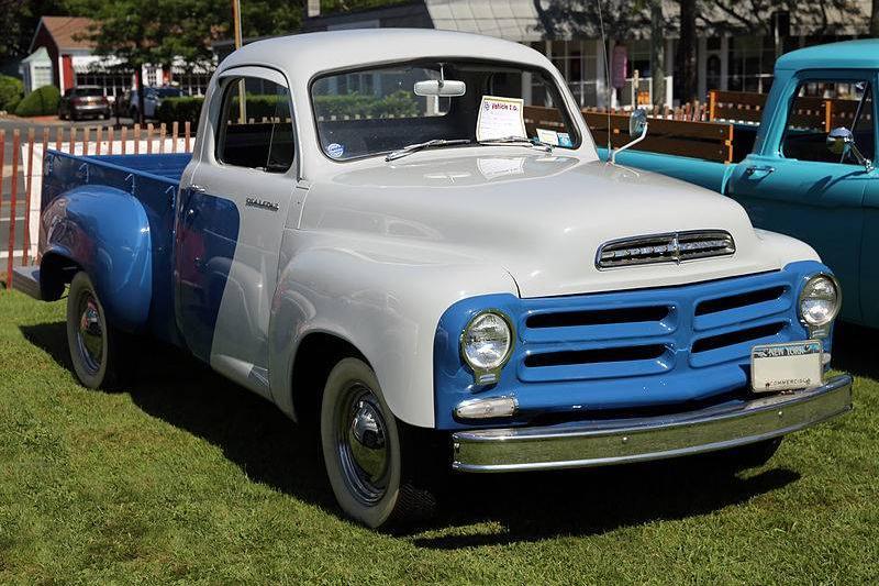 1956_Studebaker_2E7_pickup_two-tone