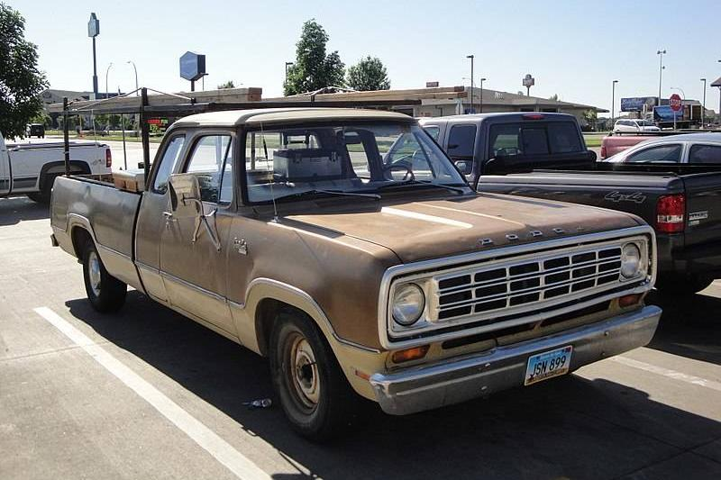 800px-Dodge_100_Club_Cab_Pick-Up_(7367251076)