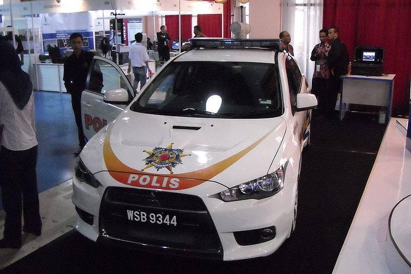 800px-Mitsubishi_Lancer_Evolution_X_Police_patrol_car