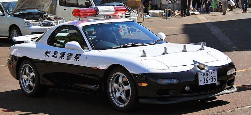Mazda_RX-7_police_car_of_Niigata_Prefecture_Police