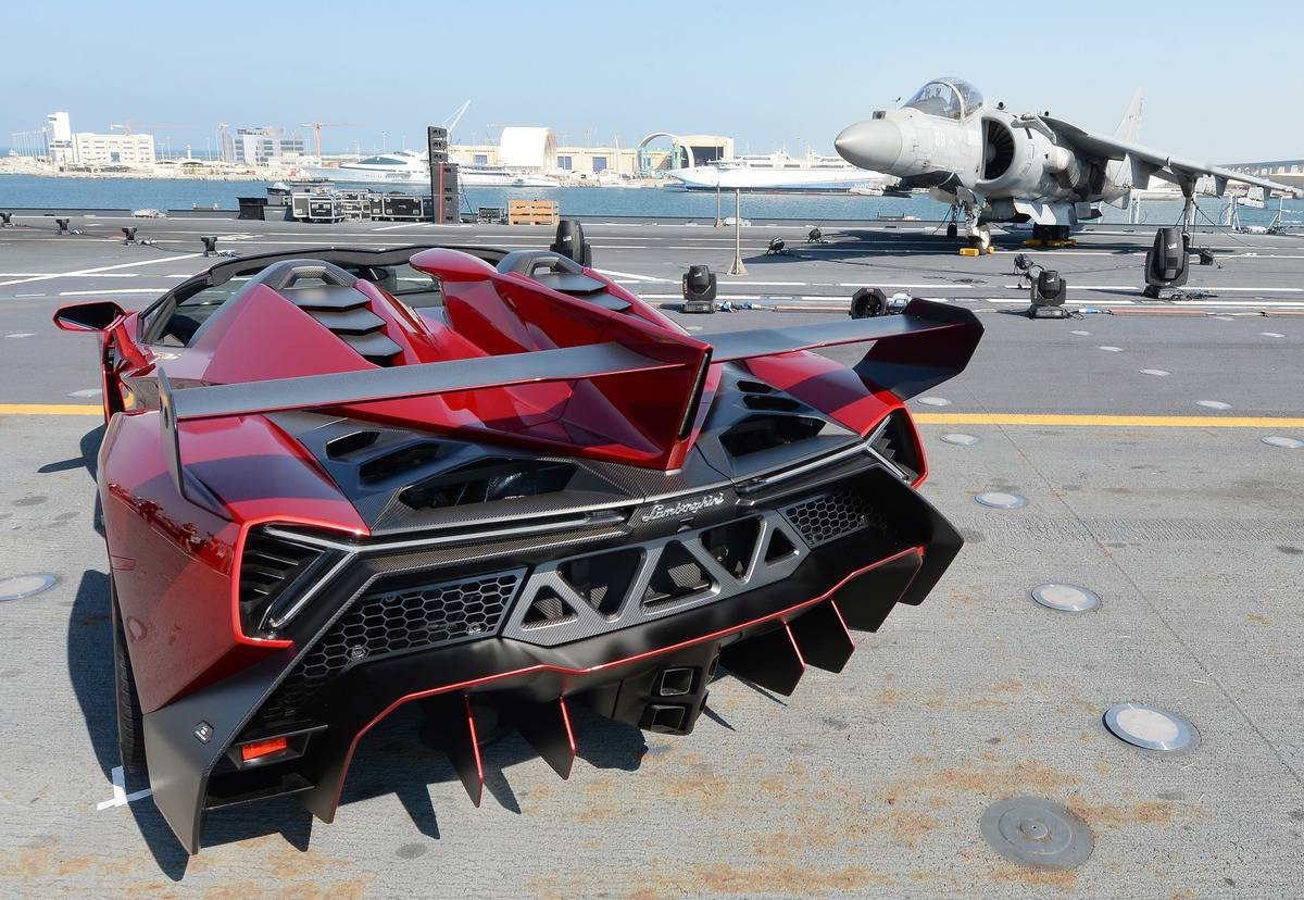 Lamborghini Unveils New Veneno Roadster