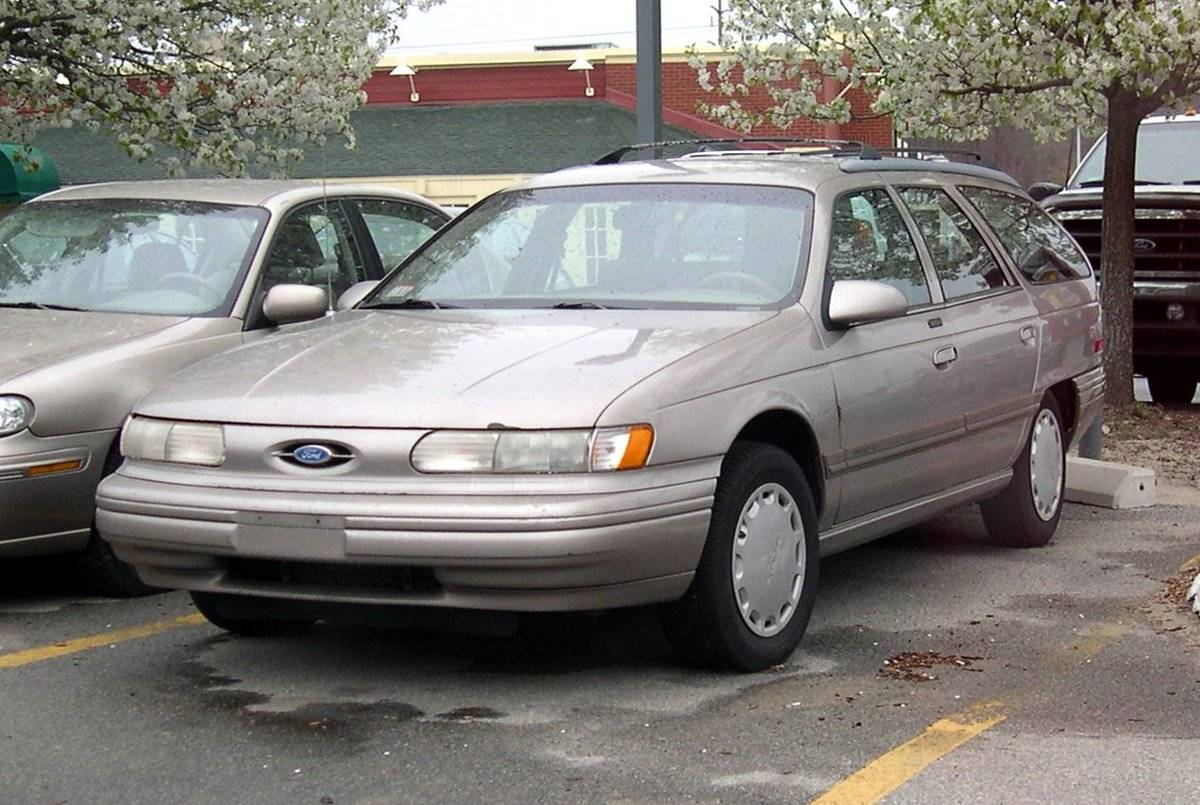 Second-generation_Ford_Taurus_wagon