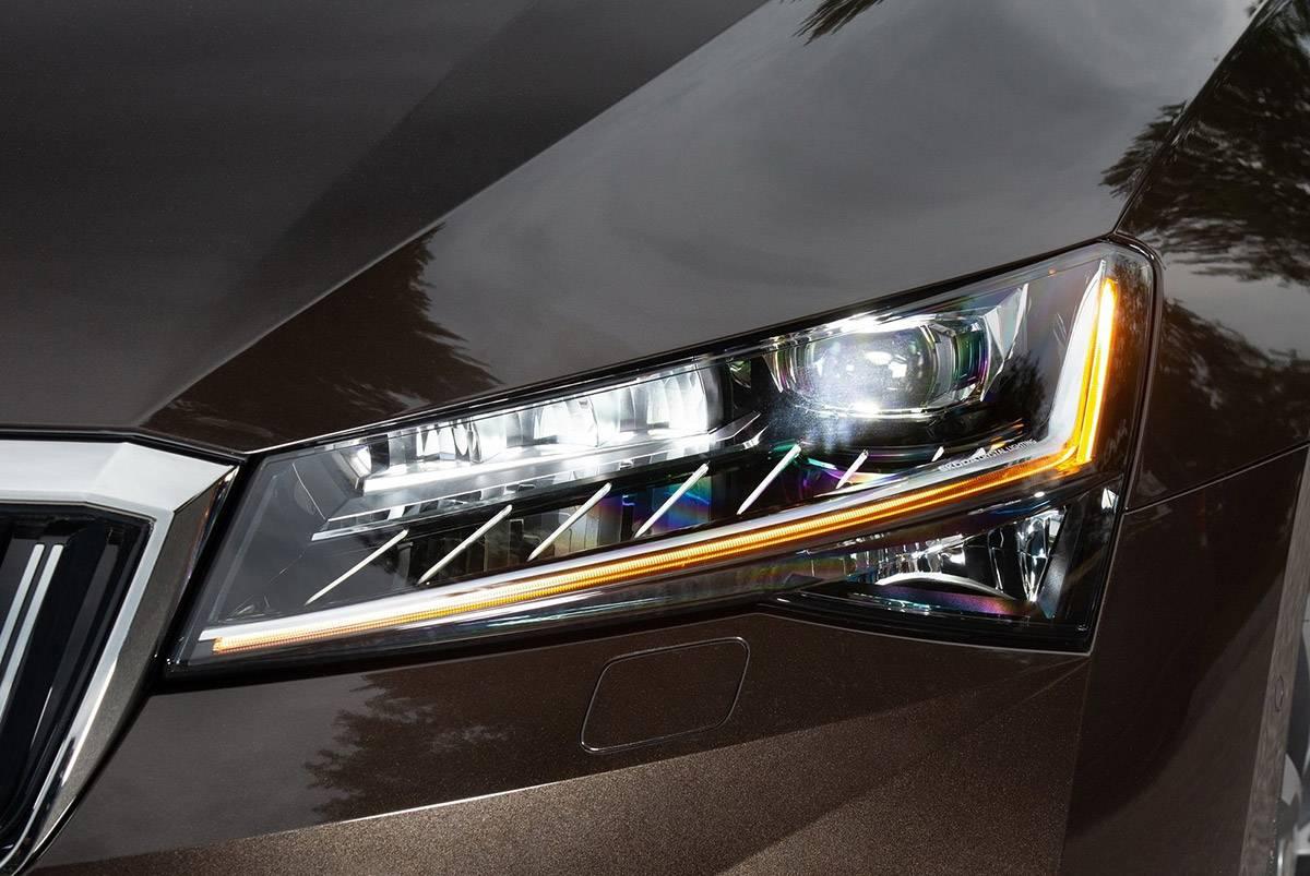 Skoda-Superb-2020-headlights