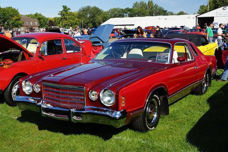 1024px-1975_Dodge_Charger_Daytona_(29175013403)