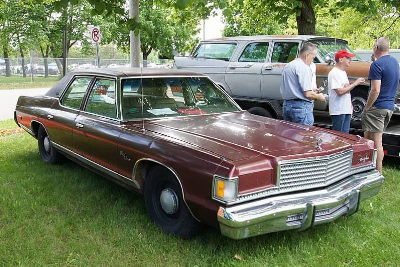 800px-75_Dodge_Royal_Monaco_Brougham_(8932341464)
