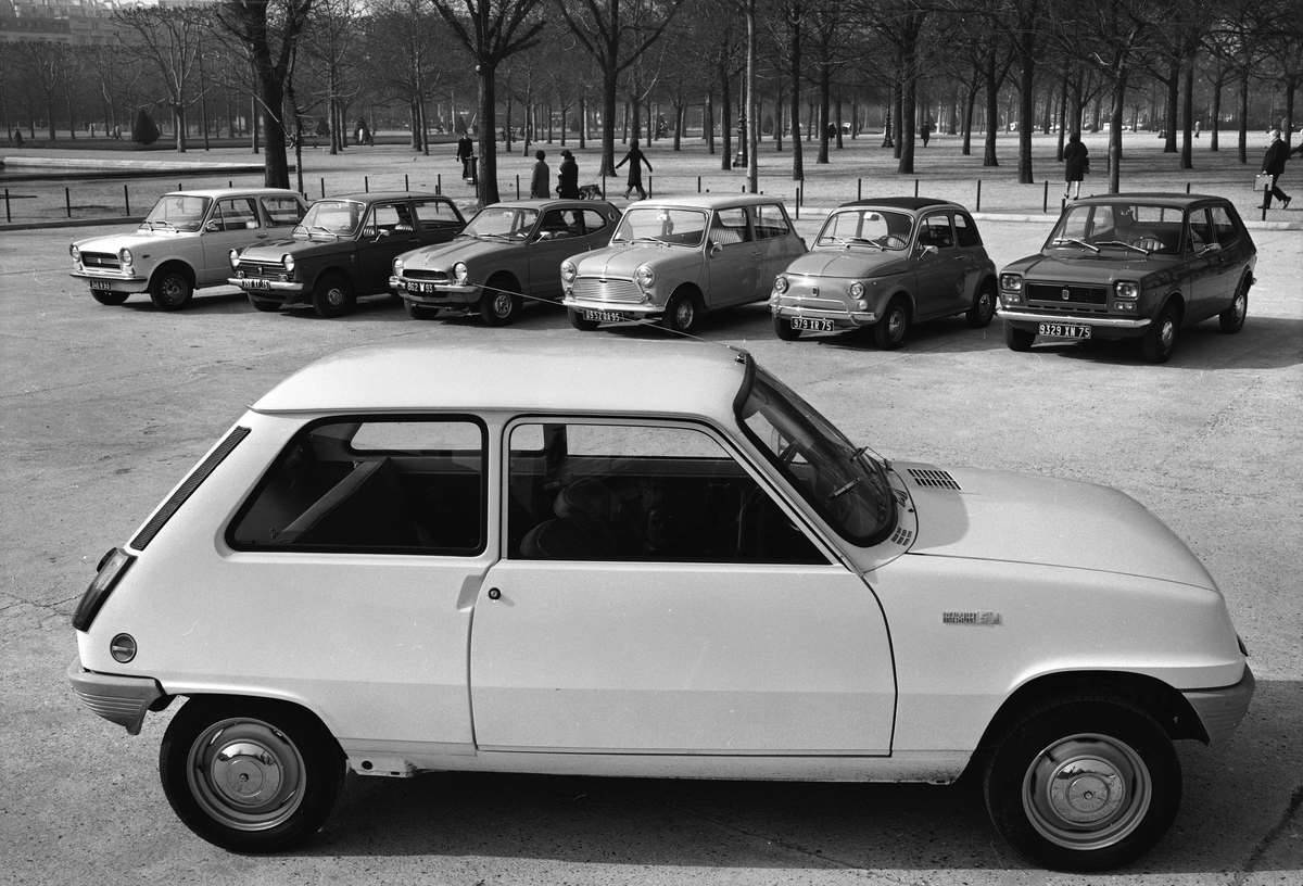 The Renault 5 in front of its rivals. Paris, 1972.