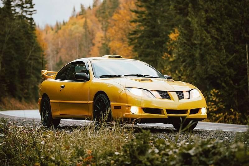800px-2003_Sunfire_coupé_jaune