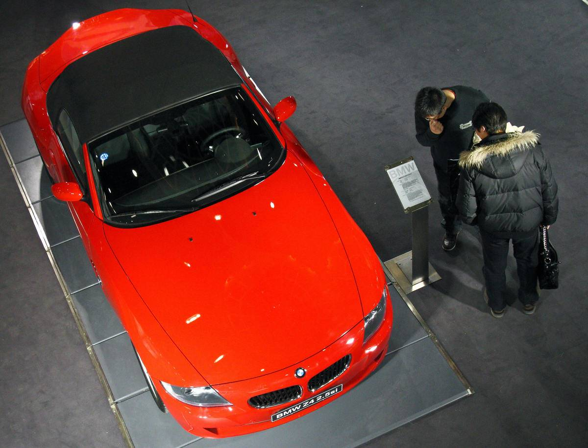 People look at a BMW Z4 M Roadster displ