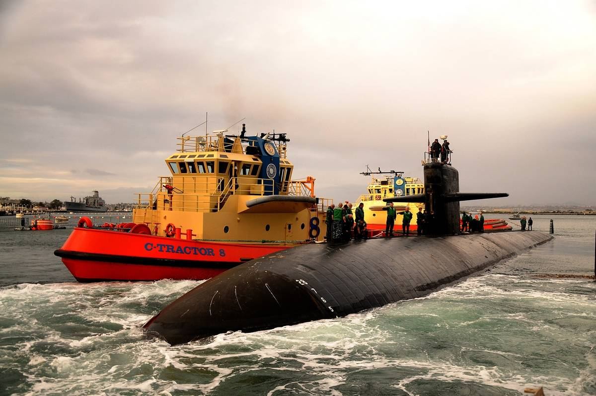 A Los-Angeles class submarine departs from San Diego.
