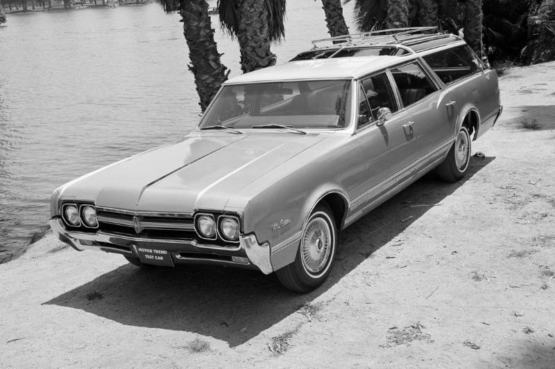 1966 Oldsmobile Vista Cruiser Wagon Road Test...