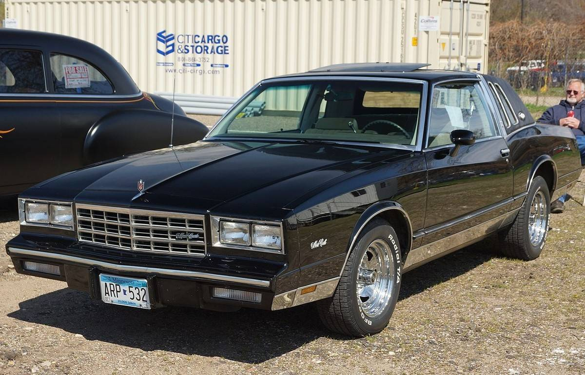 1983_Chevrolet_Monte_Carlo_black