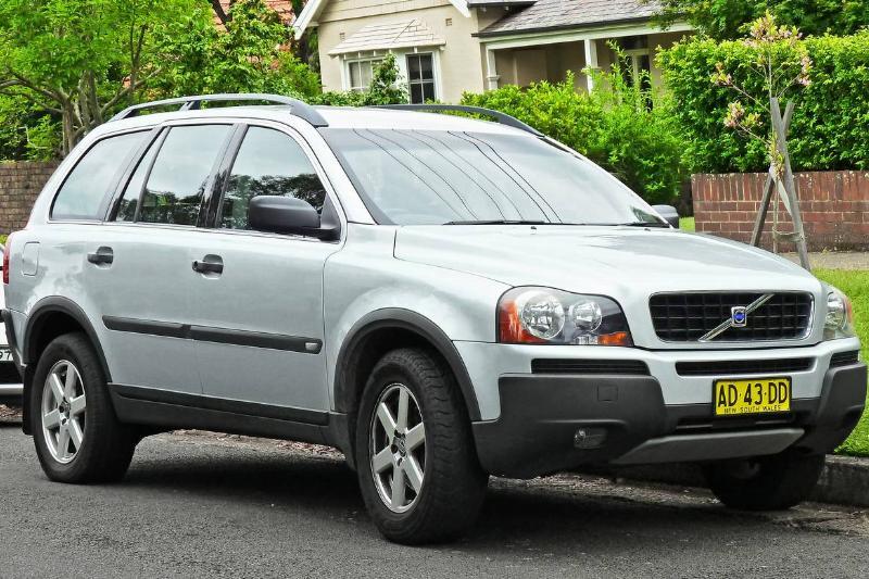 2005_Volvo_XC90_(P28_MY05)_2.5_T_wagon_(2011-11-18)_01