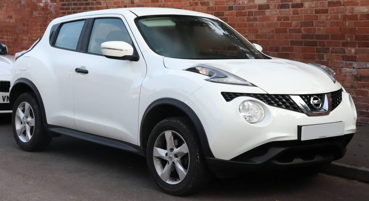 2017_Nissan_Juke_Visia_1.6_Front