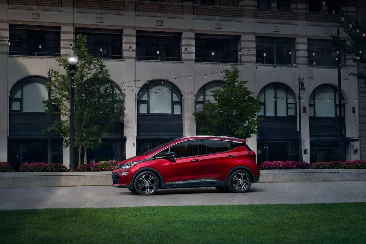 2020-Chevrolet-BoltEV-002