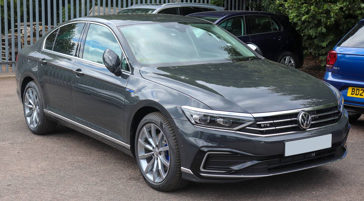 2020_Volkswagen_Passat_GTE_facelift_1.4_Front