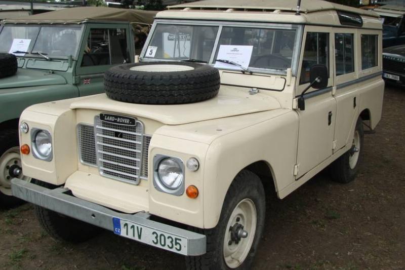 Land_Rover_Series_3_109_at_Legendy_2018_in_Prague