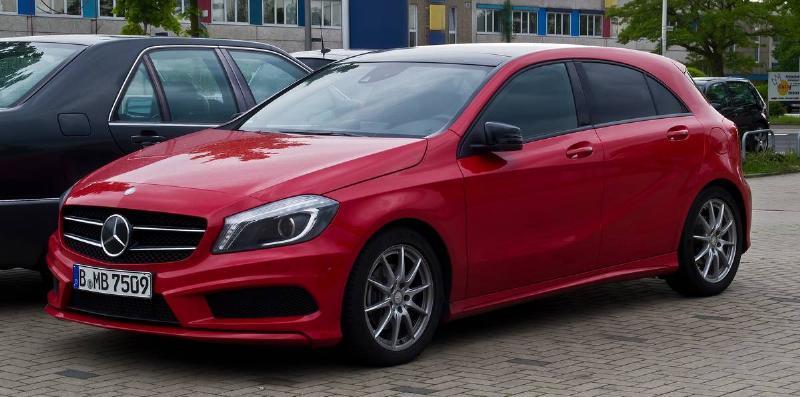 Mercedes-Benz_A_200_AMG_Line_(W_176)_–_Frontansicht,_25._Mai_2013,_Hilden