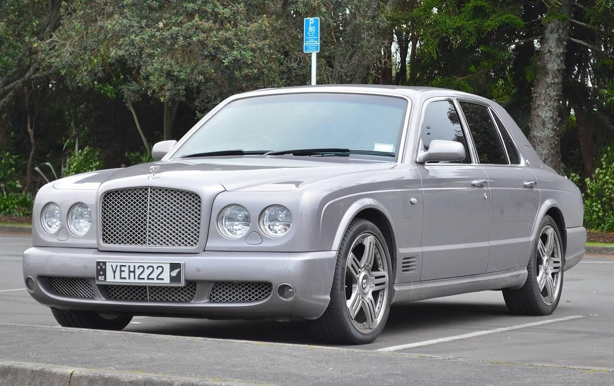 2009_Bentley_Arnage_(36207891131)