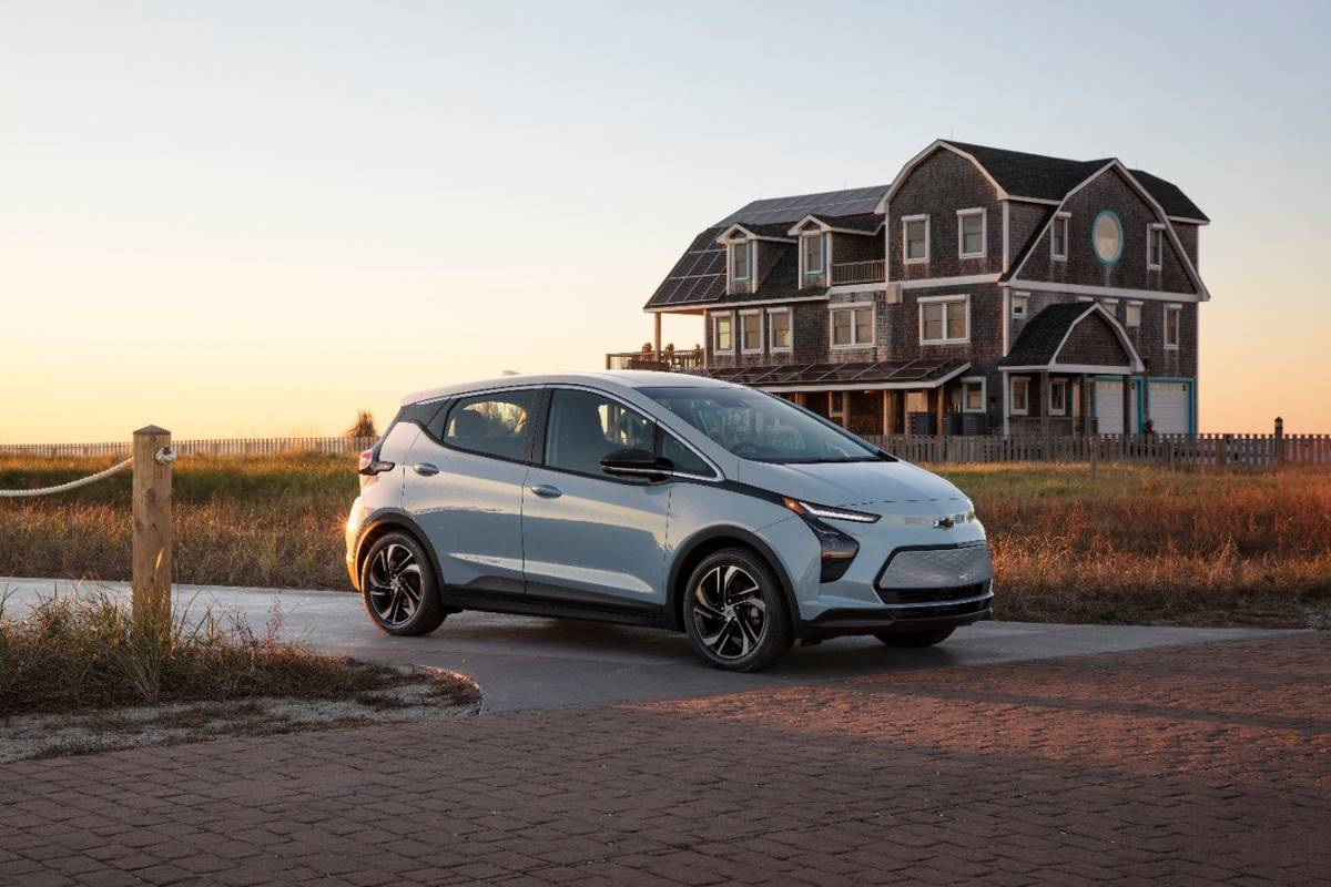 2022-Chevrolet-BoltEV-001