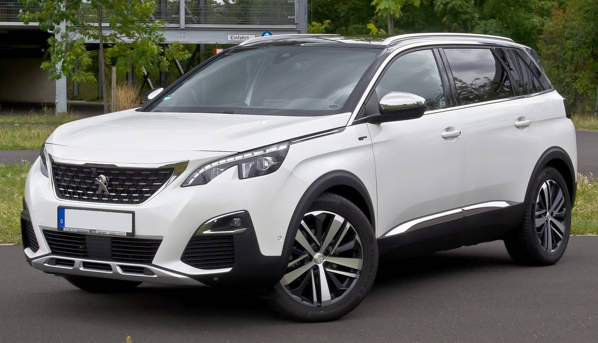 Peugeot_5008_BlueHDi_180_EAT8_GT_(II)_–_f_01092019_(colour_corrected)