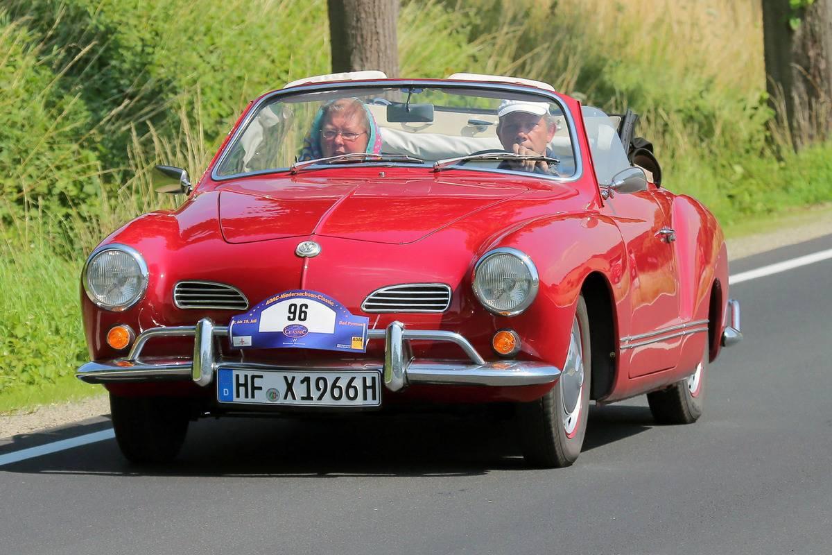 VW Karmann Ghia Cabrio 1966 - gesehen bei ADAC Oldtimer Rundfahrt Niedersachsen Classic in Bad Pyrmont