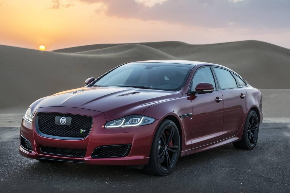 Jaguar_XJ_vs._Jetman_ World-First_Desert_Drag_Race_(22928441043)_(cropped)